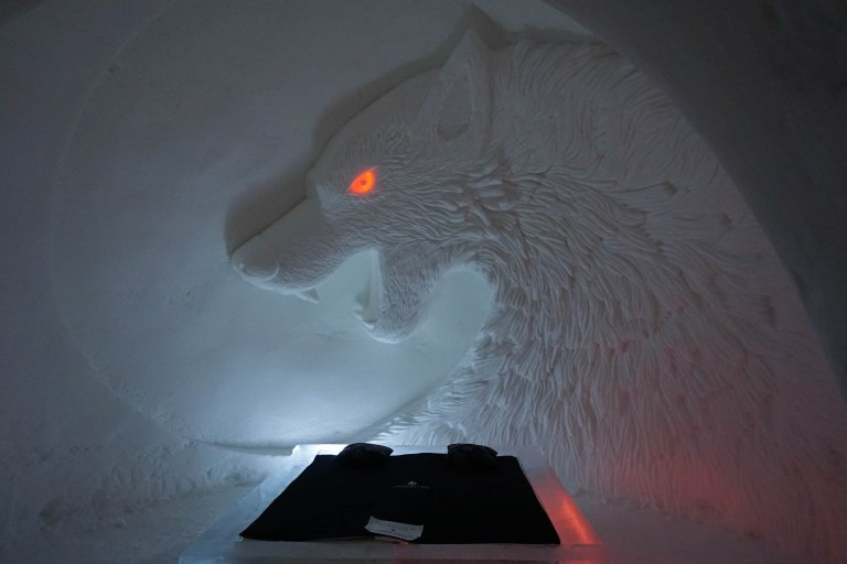 direwolf made from snow with glowing eye